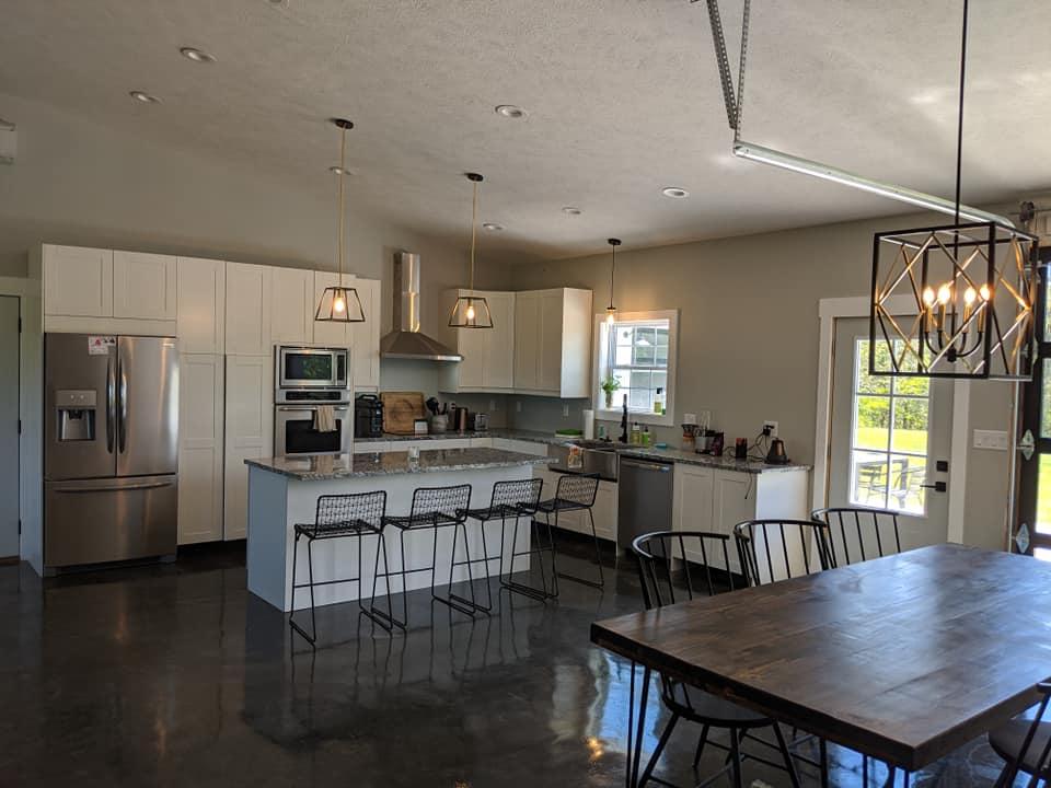 missouri barndominium kitchen and dining area