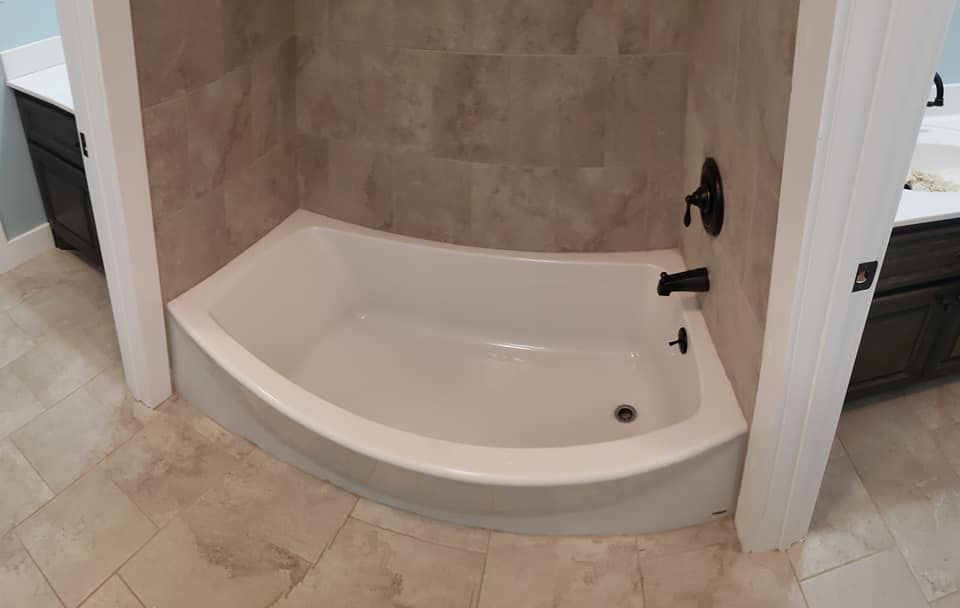 Carroll Family 3-Bed 2.5-Bath Tennessee Barndominium bath tub