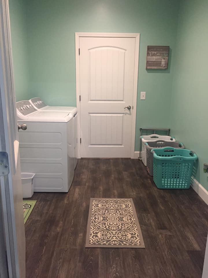 Tennessee Barndominium laundry room