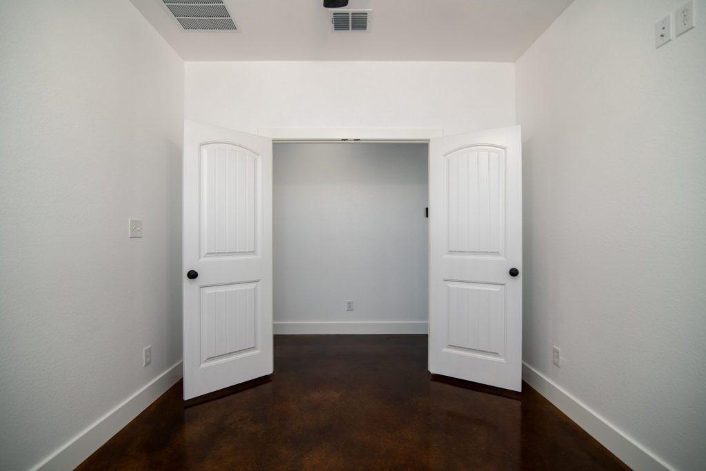 Butler Texas Barndominium closet