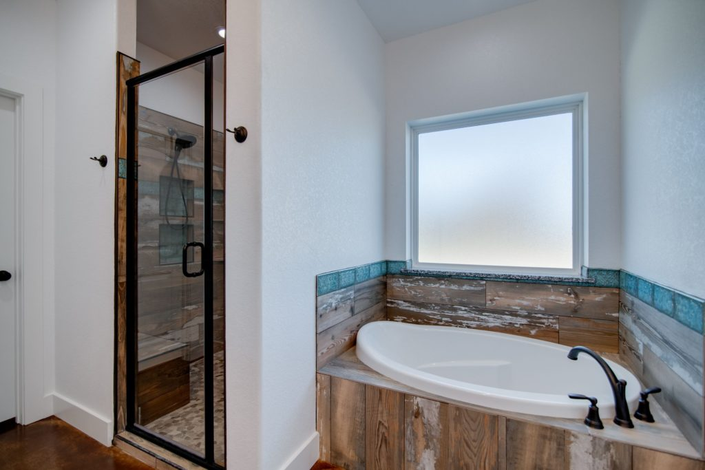 Weatherford Texas Barndominium shower and tub