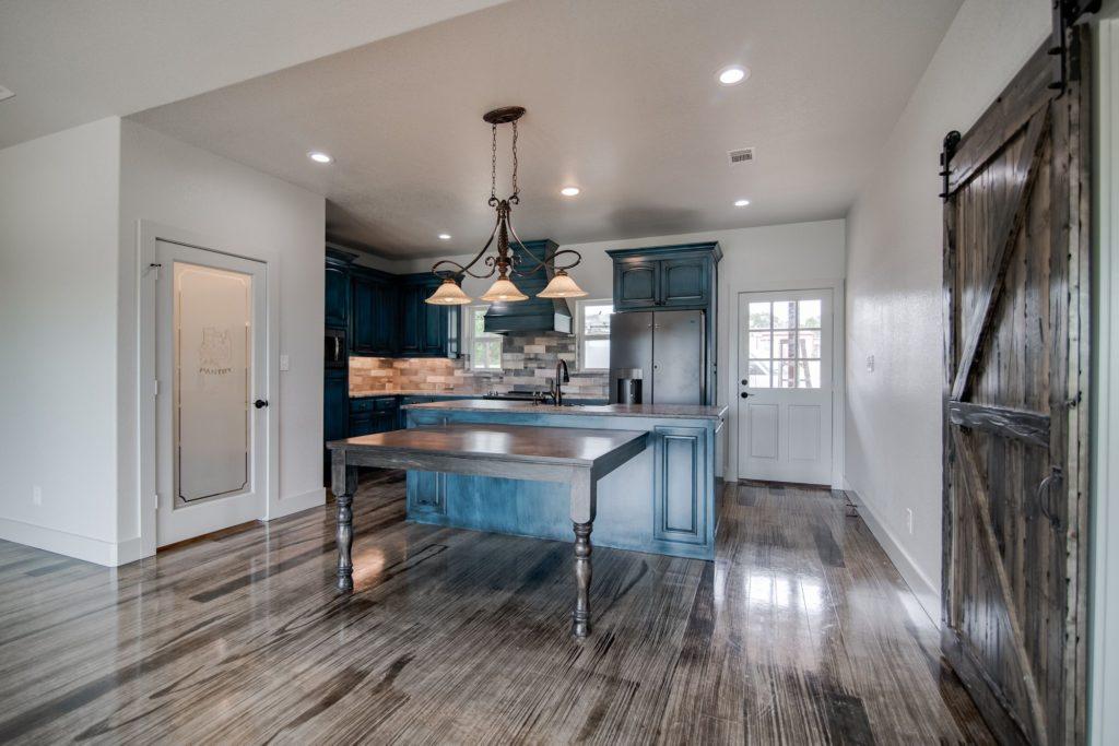 Boyd Texas Barndominium dining room