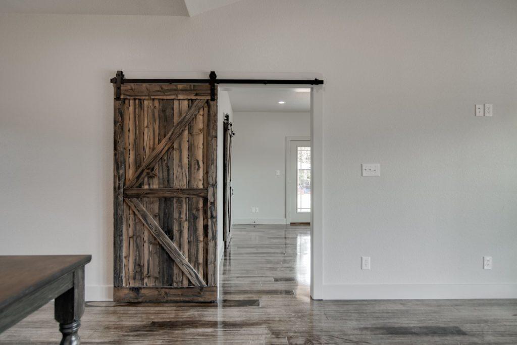 Boyd Texas Barndominium barn doors