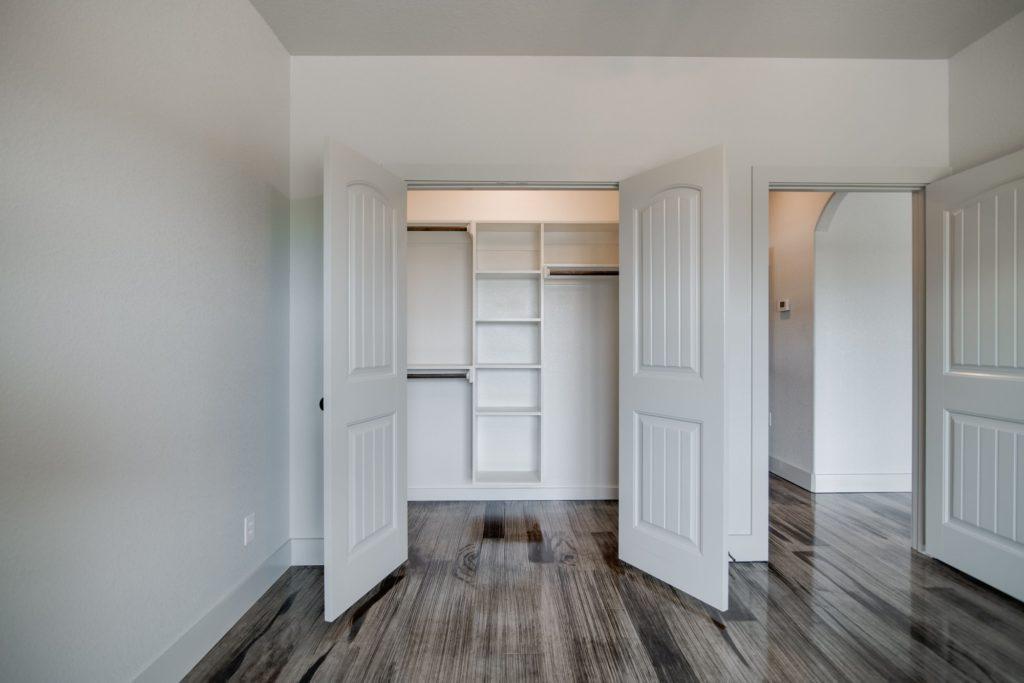 Boyd Texas Barndominium closet