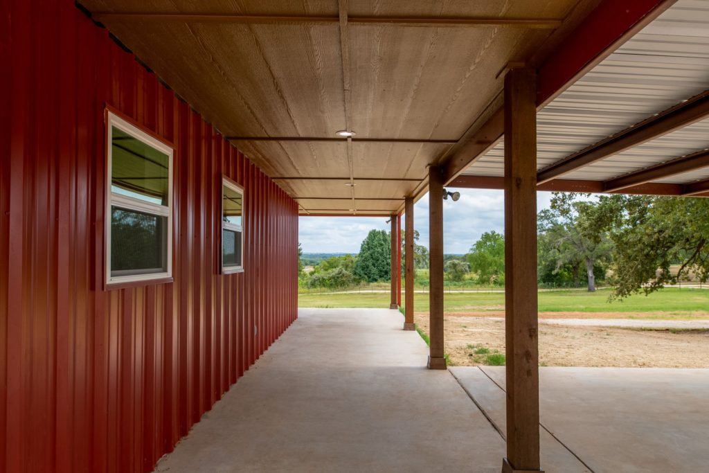 Boyd Texas Barndominium porch pillars