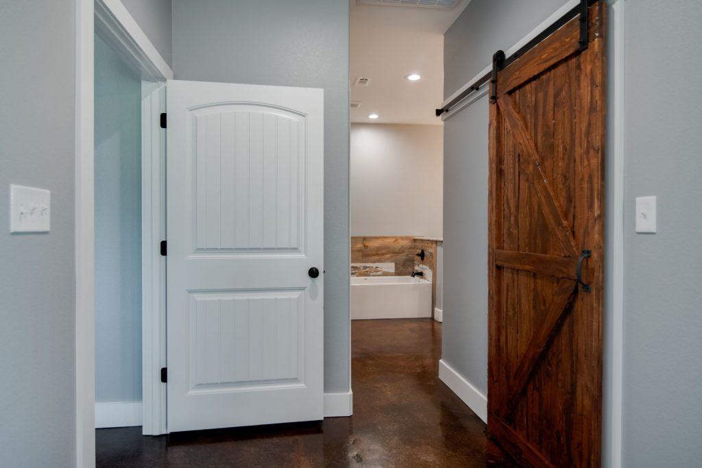 decatur-barndominium-master-bedroom-and-bath