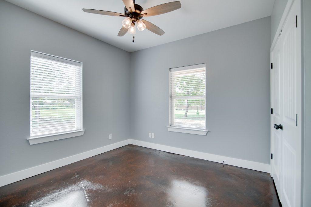 decatur-barndominium-bedroom-wide-windows
