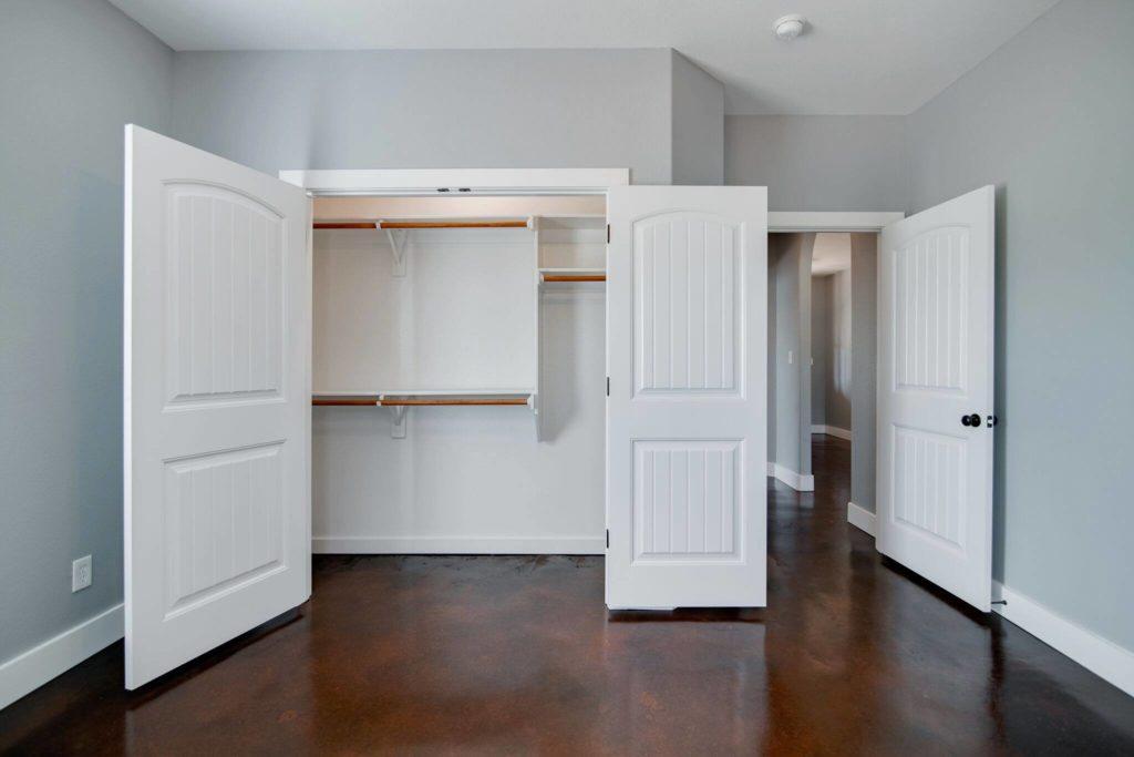 decatur-barndominium-cabinet-with-shelves