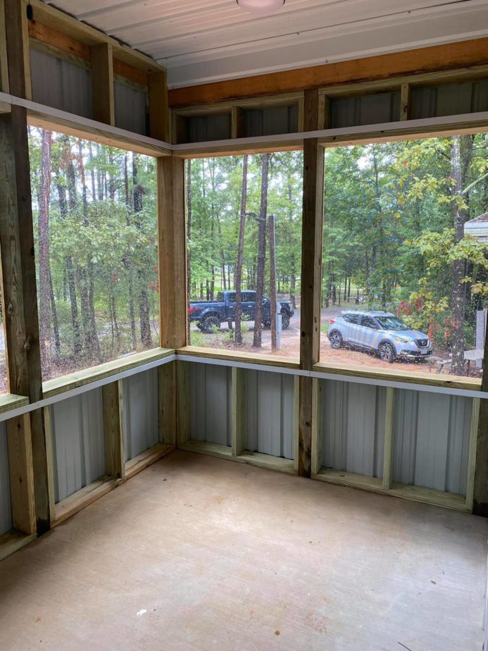 Screened-in Porch Barndominium