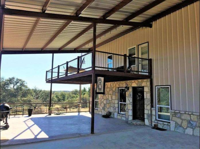 10 Acres and Barndominium in Texas
