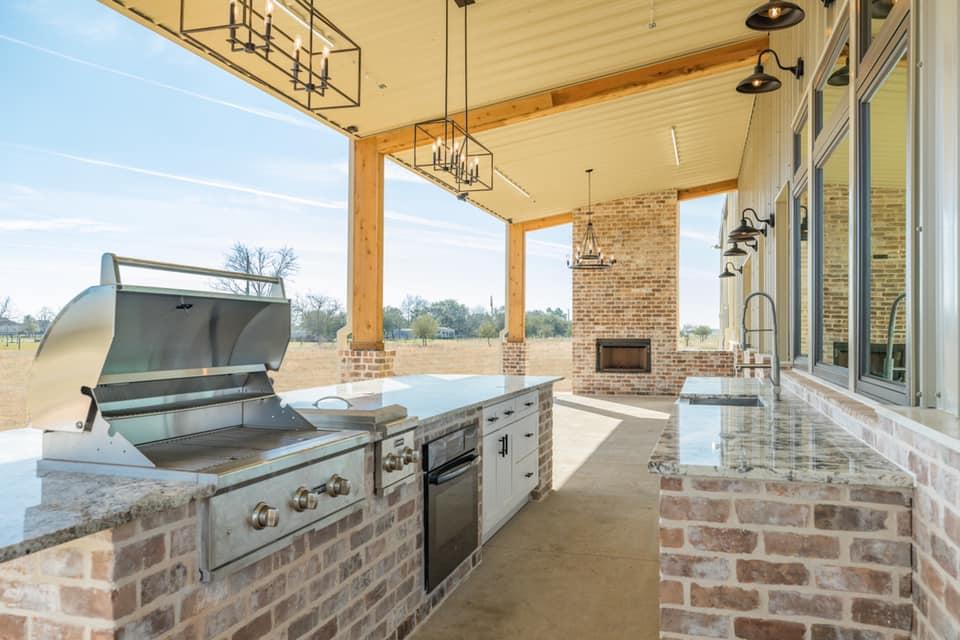 Houston Texas Barndominium Outdoor Kitchen and Grill