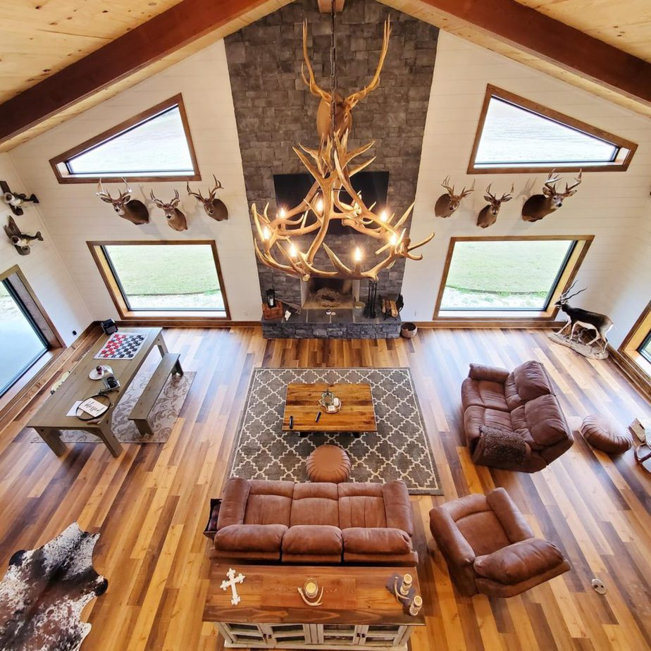 Melissa Hewitt Barndominium Living Room