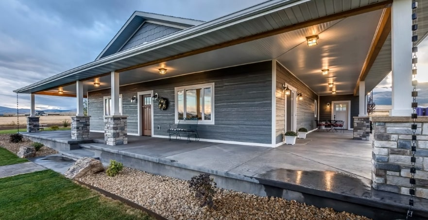 barndominium vs house exterior