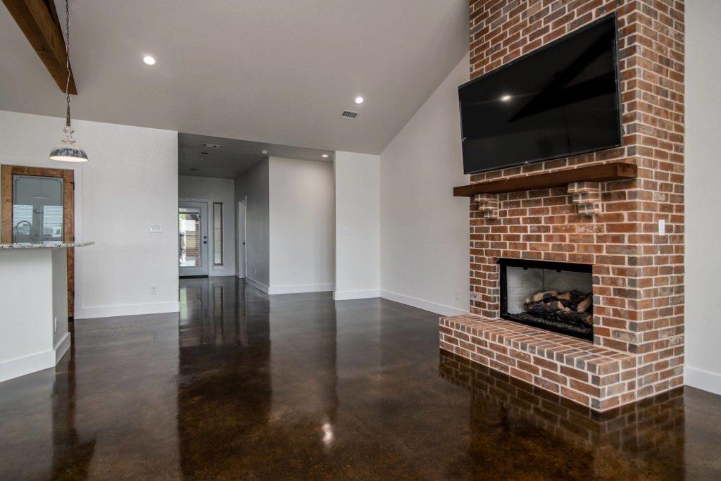 Five Amazing Barndominium Fireplaces with lovely brick