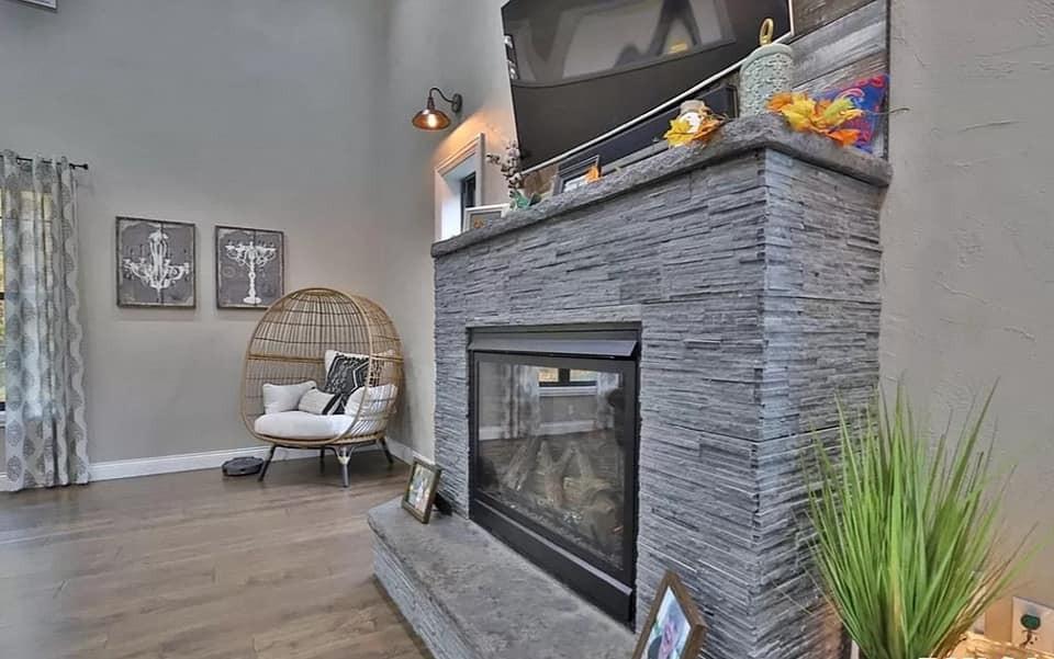 Five Amazing Barndominium Fireplaces with loft